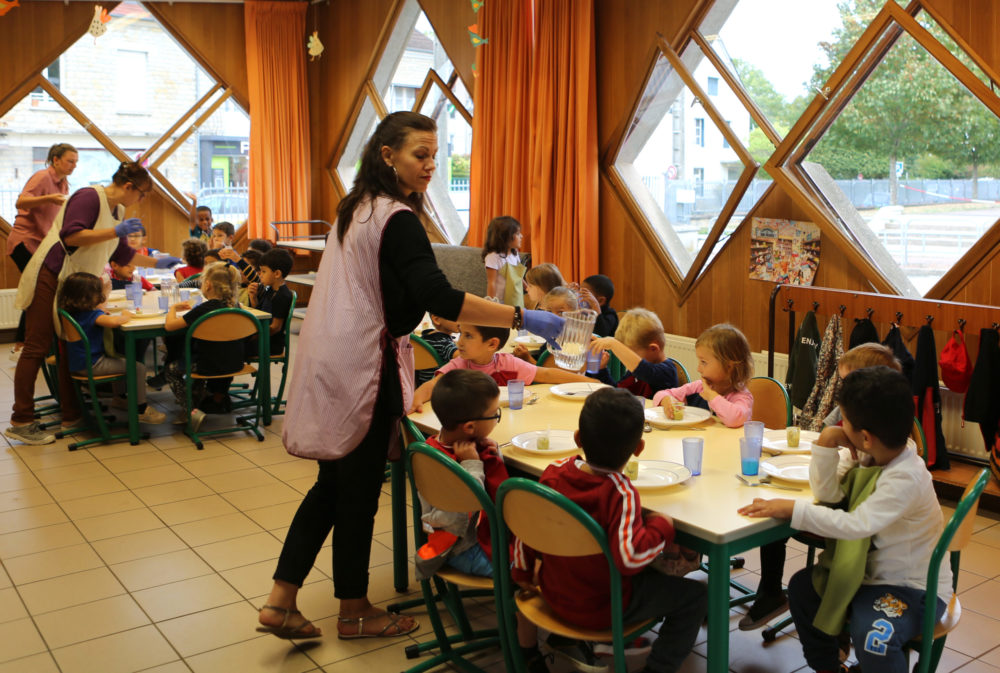 Serving France school lunches