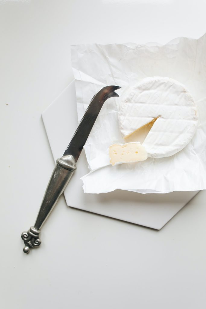 how to cut camembert